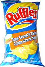 Ruffles Sour Cream 'n Bacon Potato Chips (Crème sure et bacon croustilles)